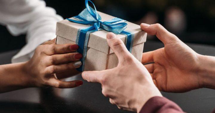 Самые банальные подарки: что нельзя дарить на 8 Марта