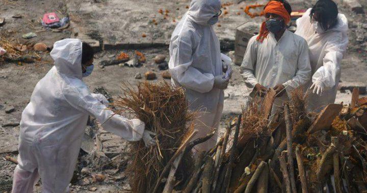 COVID в Индии: за день более четырех тысяч умерших