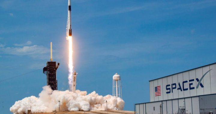 NASA остановило крупный контракт со SpaceX