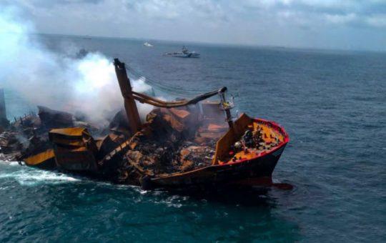 Тонущее у Шри-Ланки судно с кислотой вызовет катастрофу - экологи