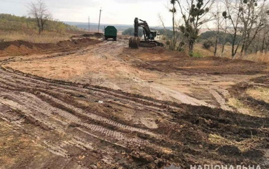 Директора предприятия подозревают в незаконной добыче глины на 102 млн грн