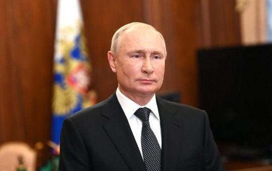 Путин заявил о десятках больных коронавирусом в своем окружении