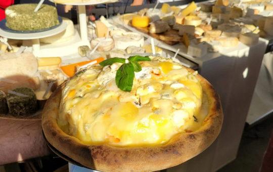 Пицца с более 800 сортами сыра: во Франции установлен новый рекорд